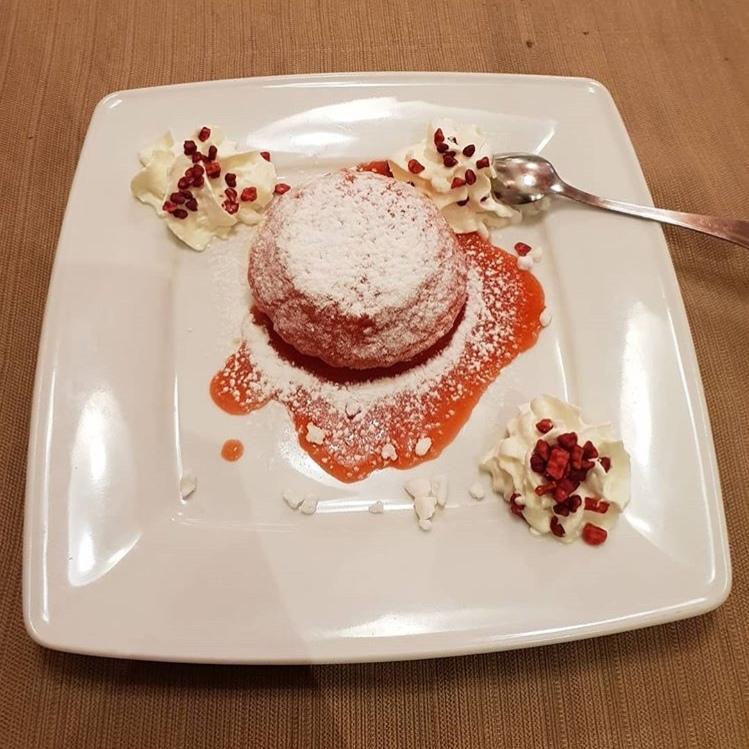 Zuccotto al limoncello con salsa di fragole